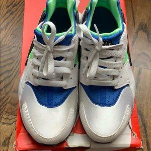 Nike Huarache run grade school size